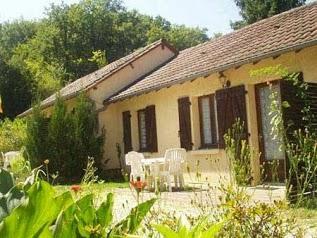 Le Mas du Ponteil gites en Dordogne près de Sarlat avec piscine chauffée et étangs de pêche